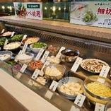 【多彩な食材】 紅イモなどの沖縄ならではの食材は必食です
