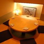 接待や家族向けに最適の掘りごたつ式の個室です。
