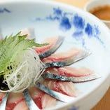 【ゴマ鯖】博多定番の品!新鮮な鯖とゴマダレと薬味を絡めてお召し上がり下さい。