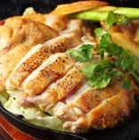 地鶏の鉄板焼きもオススメ