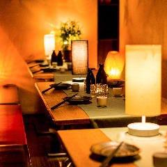 全席個室 九州地鶏居酒屋 肉寿司×焼鳥食べ放題 炭鶏 新宿店 店内の画像