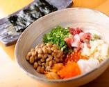海鮮たっぷりの「贅沢納豆」 人気メニューです