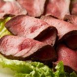 低温調理!口の中に旨味がたっぷり広がる「熟成ローストビーフ」
