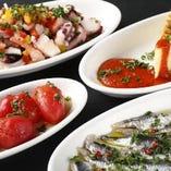 スペインの小皿料理タパスは一皿280円~ご用意。