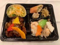 黒酢の酢豚と海鮮炒め弁当