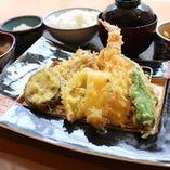 ご注文をうけてから店内で揚げるサクサク天ぷら!