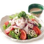 ホエー豚とトマトの冷しゃぶサラダ
