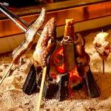 必ず食べていただきたい自慢のいろり焼きは絶妙な火加減で丁寧に