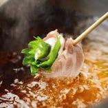 ◇名物◇そのままスープとしても美味しい出汁でいただく『博多串しゃぶ』