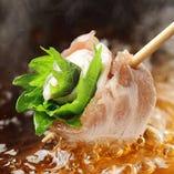 名物『博多串しゃぶ』は、特製の和風出汁と薬膳出汁でどうぞ◎