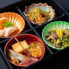 【2時間カラオケ付】鮮魚が盛りだくさんのお重が味わえる♪ 2,000円(税抜)重箱コース[全7品]