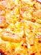 ツナマヨホワイトピザ ¥1,200 自家製ホワイトソースのピザ