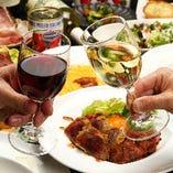 ふくよかな味わいが楽しめるワインを赤・白・泡それぞれご用意