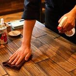 テーブルや椅子などの店内共用部分は お客様の入れ替わり都度消毒を徹底しております