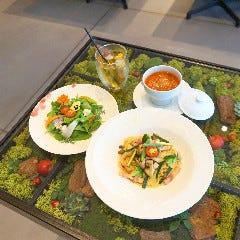 flower / cafe Bloomy's(ハナカフェ ブルーミーズ)