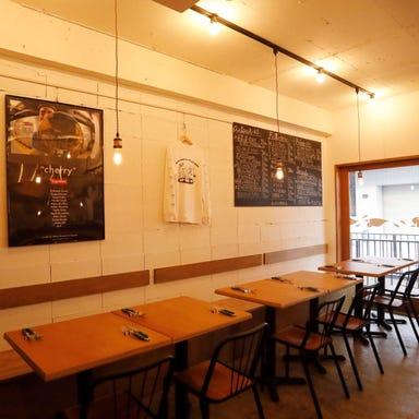LUCE -ルーチェ‐ イタリア郷土料理と自然派ワイン 店内の画像