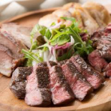 自慢の肉盛りは牛、豚、鶏を贅沢に味わえる!500g/1kgでご注文