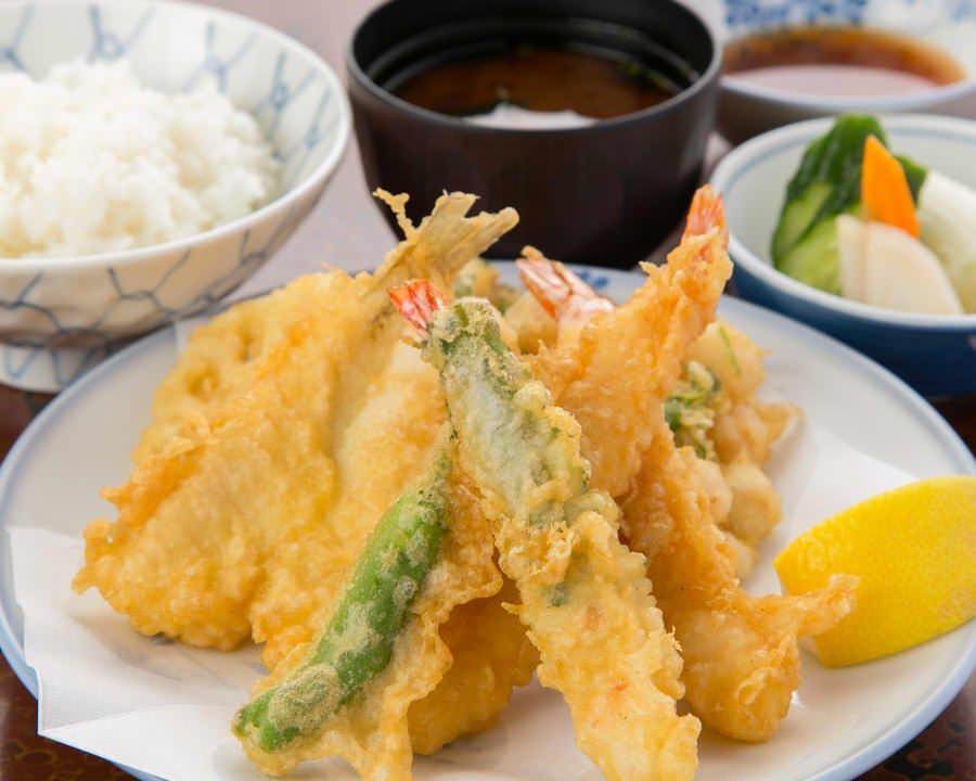 バラエティ豊かな旬の天ぷらを満喫できる「雪」