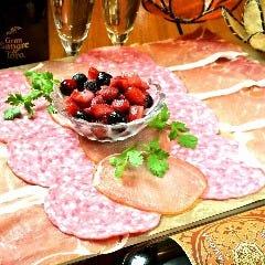 TOMBOY看板メニュー『ハムボーイ!!』~イタリア産熟成生ハムとサラミの愛情盛り~
