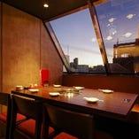 【店内全席個室】窓際の夜景も楽しめる個室