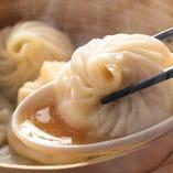 熱々もっちり食感の手包み点心♪中から極旨スープが溢れだす!!