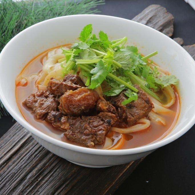 当店人気NO1「牛バラ肉刀削麺」
