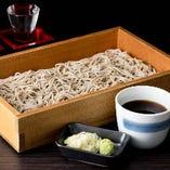 北海道産石臼挽生蕎麦 北海道のそば粉を丹念に石臼で挽きました。蕎麦本来の香りをご堪能下さい。 / 699円(税抜)