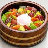 『まぐろサーモンアボカド丼』…女性から大人気!