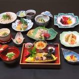 会席料理 琥珀(こはく)7,000円 春夏秋冬の美味を盛り込む会席料理は5,000円よりご用意しております。(※要予約)