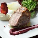 ジューシーでしっとり柔らかな美味しさ『イベリコ豚ベジョータのステーキ』