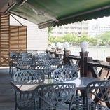 天気の良い日にはテラス席でのお食事も可能です。