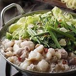 博多・老舗店の伝統の味を直々に教わった本場のもつ鍋は絶品です