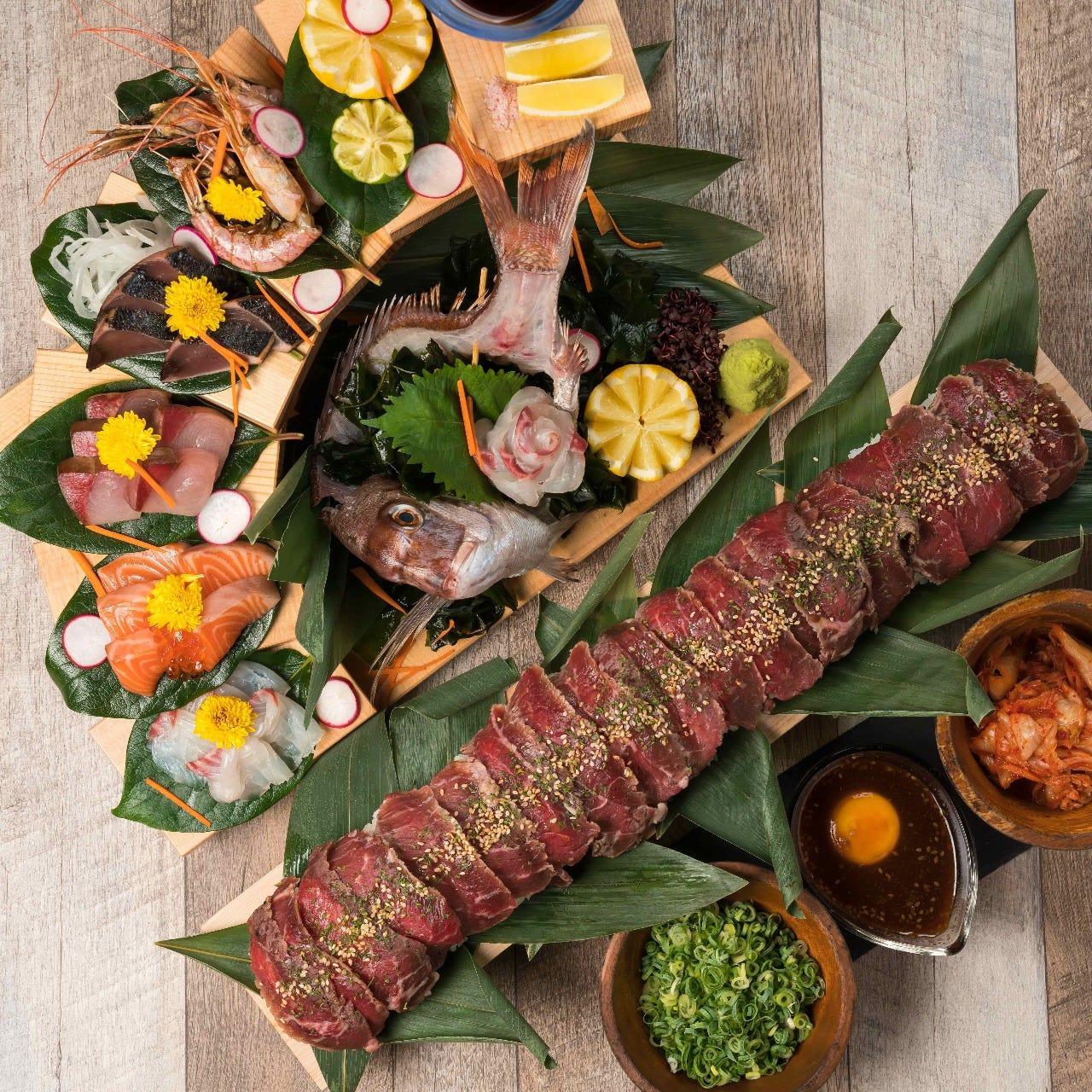 種類豊富な肉魚料理をご堪能◎