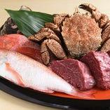 鮮度抜群の活魚をはじめ上質な食材が揃う