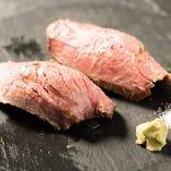 和牛肉寿司 (ローストビーフ)