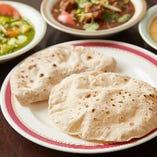 インドの家庭的なヘルシー薄焼きパン「チャパティ」