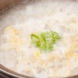 出汁の旨味が溶け込んだ鍋は〆の雑炊も絶品です