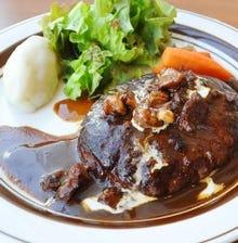 大宮シェフ特製のハンバーグステーキ