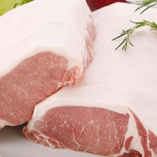 霧島豚は、ロースはきめ細かく柔らかい肉質、甘みのある脂身