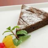 食後のデザートもしっかり手造り。ホームメイドならではの甘さが広がります。