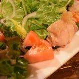 蒸し鶏とトマトのヘルシーサラダ