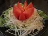 まるごとトマトと大根サラダ