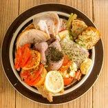 一番人気!お惣菜を少しずつ楽しめる『conneの欲張り盛り』