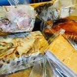 全てお店で手作りの加工肉!ソーセージ、パテは必食です!