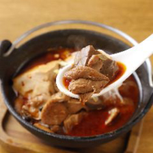 【ぐるなび限定】《乾杯ドリンク付》四川火鍋もつ煮、汁なし担々麺or鶏そば、デザートなど全6品