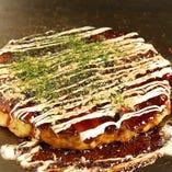 鉄板料理の定番、お好み焼きも御座います。 大阪仕込の本場の味