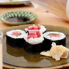 本マグロ赤身と中トロ巻き寿司