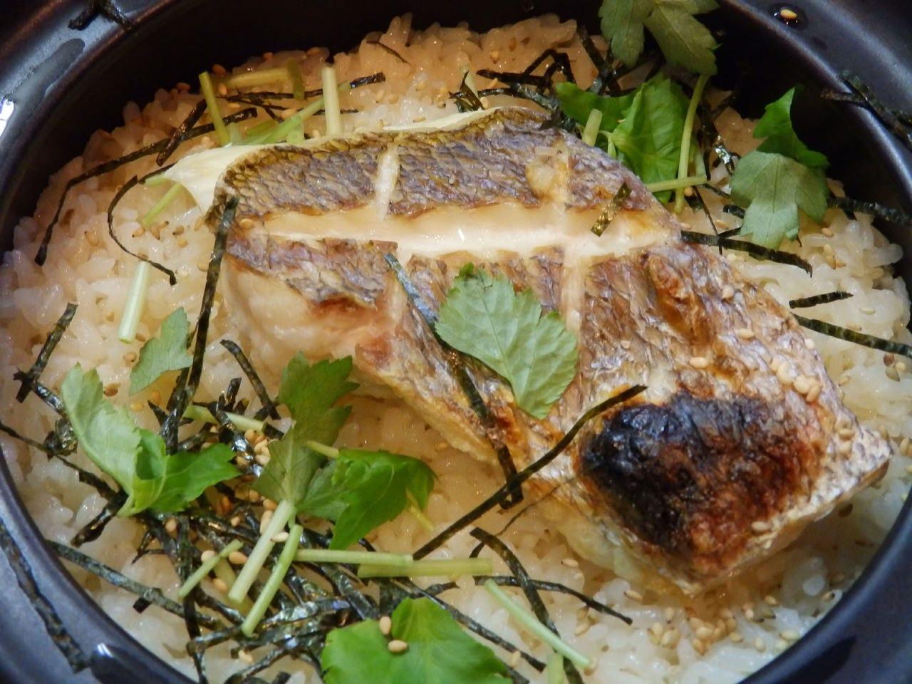 じっくり煮出した鯛のだしで炊いた 土鍋炊き込み鯛めし!!