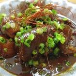 柔らかく煮込んだ和牛すじと大根の味噌煮