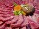 40年以上の経験に基づく厳しい職人の目で選び抜かれる牛肉